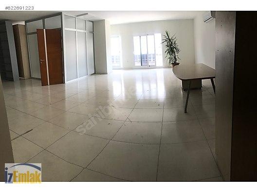 İZEMLAK'tan Fevzipaşa'da Yeni İş Merkezinde Çok Bakımlı Ofis