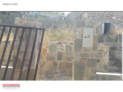 Gumusluk'te 200 m2 Arsa İçinde Eski Taş Ev